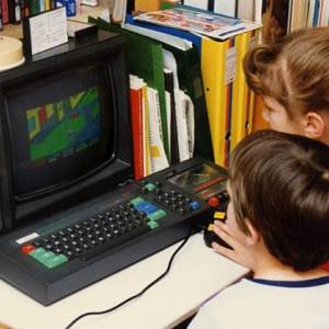 80s_kids_playing_amstrad_computer_640